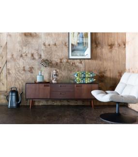 Komoda Juju Niska do pokoju w stylu retro. Sprawdzi się w klasycznym salonie