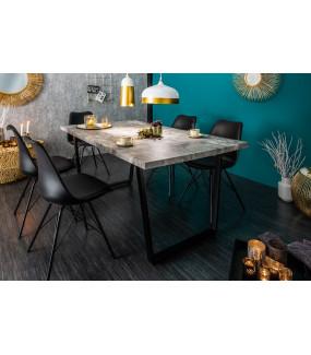 Piękny stół w optyce betonu do nowocześnie urządzonej kuchni.