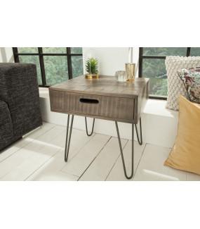 Praktyczna szafka nocna z naturalnego drewna mango idealna do sypialni w stylu klasycznym lub loft.