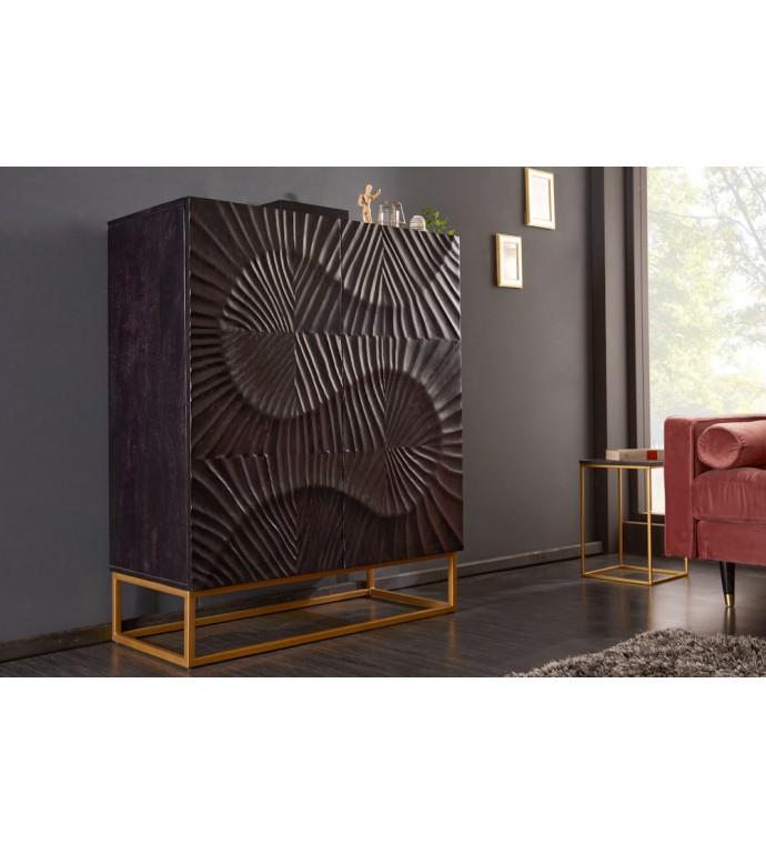 Bardzo praktyczna komoda Zeus z drewna mango do salonu lub pokoju w stylu glamour.