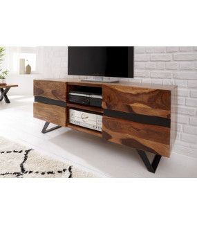 Stolik Pod TV z dwiema zamykanymi i otwartymi półkami idealnie wpisze się do salonu urządzonego w stylu nowoczesnym
