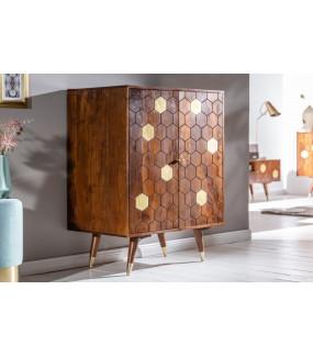 Piękny rustykalny barek Mystic Living idealnie wpisze się do klasycznego salonu lub pokoju  w stylu vintage.