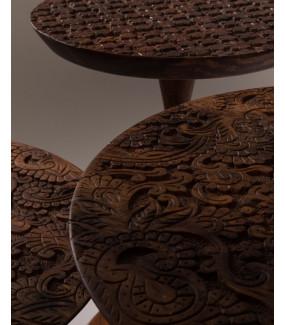 Stolik kawowy o przepięknej strukturze blatu do salonu w stylu klasycznym. Idealny do pokoju w stylu vintage.