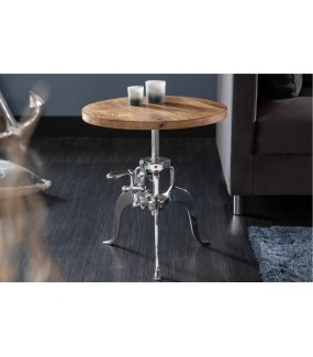 Interesujący stolik kawowy Engineer do industrialnych wnętrz.