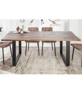 Stół CHIOMA 200 cm świetnie zaaranżuje wnętrza jadalni lub kuchni w stylu industrialnym.