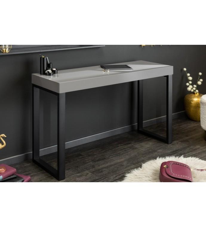 Konsola Oro gris może służyć jako toaletka, konsola lub toaletka.