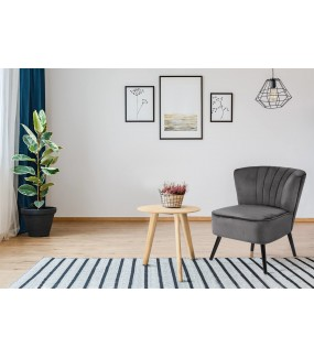 Fotel Lark VIC idealnie wpisze się do salonu w stylu skandynawskim oraz pokoju w klasycznej aranżacji.