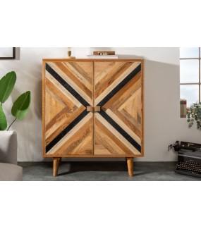 Komoda wysoka LONA idealna do salonu w stylu boho lub eko. Sprawdzi się w pokoju w stylu retro.