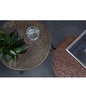 Stolik BAST sheesham w miedzianym kolorze do pokoju w stylu retro. Idealny do salonu w stylu nowoczesnym.