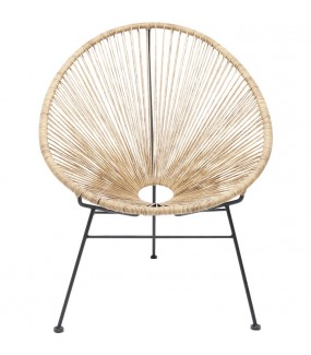 Fotel idealnie sprawdzi się do salonu industrialnego jak i skandynawskiego. W letnie wieczory można się relaksować na tarasie.