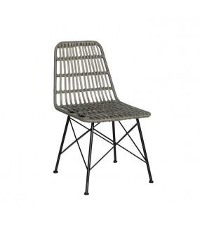 Praktyczne krzesło sprawdzi się zarówno w nowoczesnej jadalni jak i skandynawskiej kuchni.