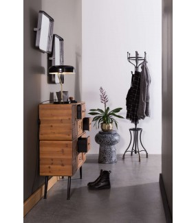 Praktyczna komoda do salonu w stylu skandynawskim. Świetnie zaaranżuje wnętrze industrialnego pokoju.