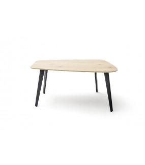 Praktyczny stół będzie idealny do salonu w stylu nowoczesnym. Świetnie zaaranżuje wnętrze pokoju w stylu skandynawskim.