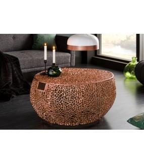 Ciekawy stolik kawowy do salonu w stylu glamour. Będzie idealny do rustykalnego pokoju.