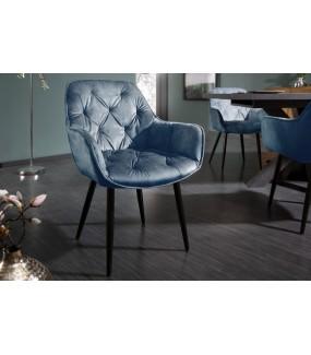 Wygodne tapicerowane krzesło świetnie się odnajdzie w industrialnym wnętrzu oraz rustykalnym pokoju dziennym.