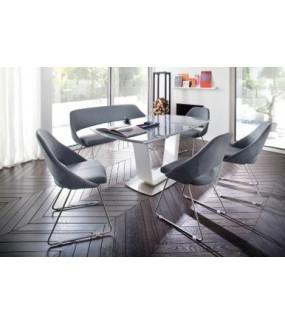 Praktyczny rozkładany stół do nowoczesnej jadalni oraz klasycznego salonu.