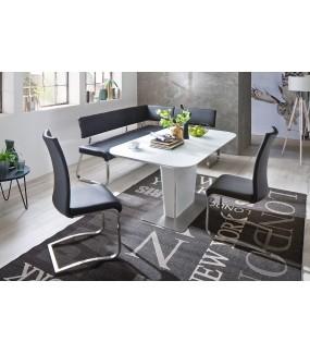 Rozkładany biały stół świetnie będzie się prezentował w jadalni w stylu nowoczesnym oraz salonie urządzonym w stylu glamour.