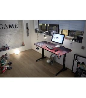 Profesjonalne biurko gamingowe z praktycznymi uchwytami świetnie będzie się prezentować w nowoczesnym pokoju młodzieżowym