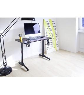 Praktyczne biurko gamingowe z uchwytami na słuchawki oraz kubek idealnie sprawdzi się do pokoju młodzieżowego.
