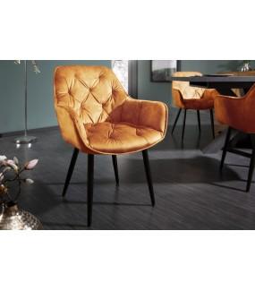 Wygodne krzesło tapicerowane w stylu chesterfield do salonu w stylu retro. Sprawdzi się w nowoczesnym pokoju dziennym.