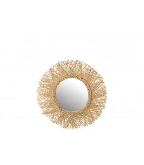 Okrągłe lustro świetnie zaprezentuje się w skandynawskim wnętrzu.