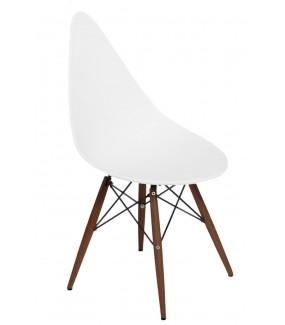 Krzesło o ciekawym oparciu świetnie będzie się prezentować w eklektycznym salonie lub nowoczesnej jadalni.