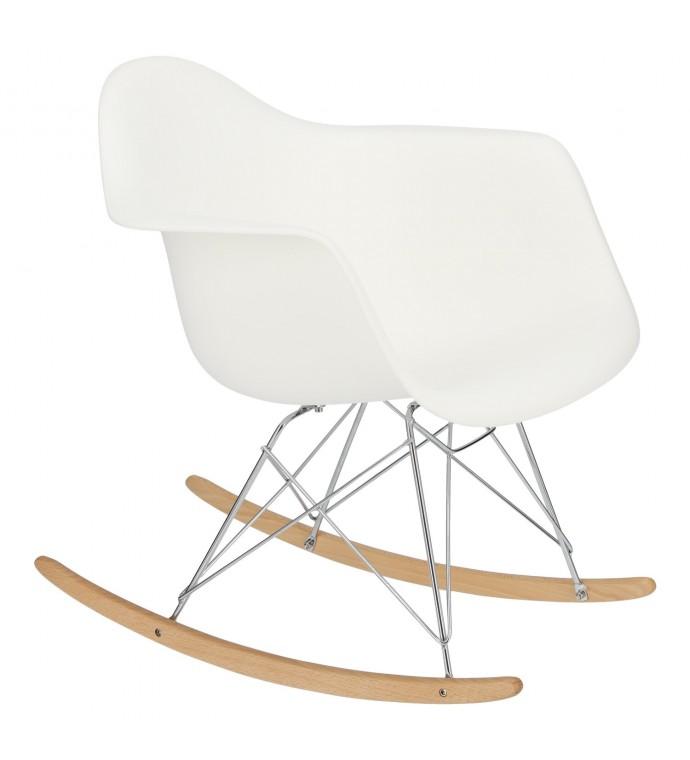 Krzesło o ciekawym oparciu świetnie będzie się prezentować w pokoju w stylu skandi lub nowoczesnej jadalni.