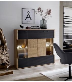 Nowoczesna pojemna komoda idealnie zaprezentuje się w pokoju dziennym lub jadalni w stylu nowoczesnym