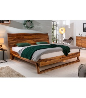 Sprawdzi się w sypialni zaaranżowanej zarówno w skandynawskim stylu jak i rustykalnym.