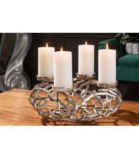 Przepiękny świecznik w kolorze srebrnym do wnętrz w stylu industrialnym.