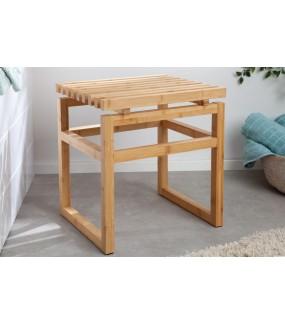Przepiękny stołek z naturalnego drewna bambusowego świetnie wpisze się do wnętrz w stylu boho oraz eko.
