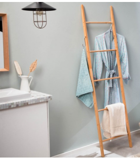 Drabinka 170 cm z drewna bambusowego to ciekawy element zarówno do łazienki jak i przedpokoju czy sypialni.