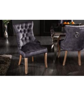 Wygodne krzesło oczaruje gości w klasycznym salonie. Wniesie szczyptę luksusu do restauracji.